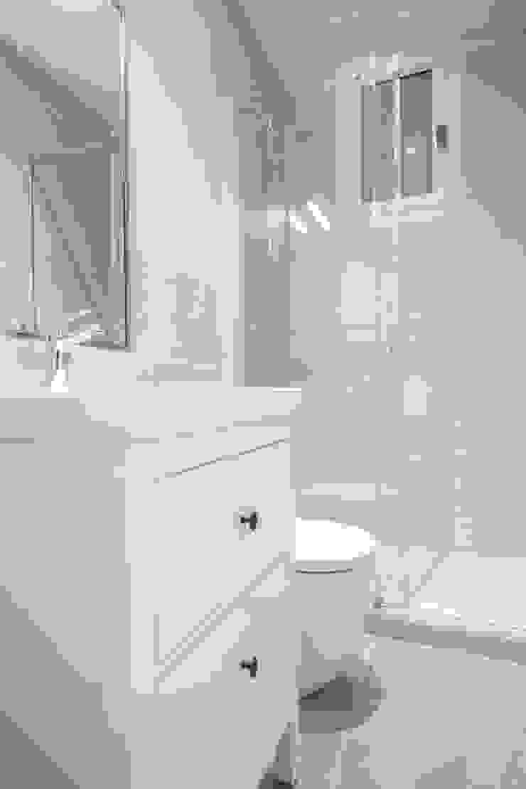 Reforma de baño Grupo Inventia Baños de estilo mediterráneo Azulejos Beige