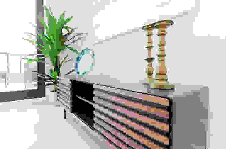 Theunissen Staging y Decoración SL Living roomCupboards & sideboards Kayu Wood effect