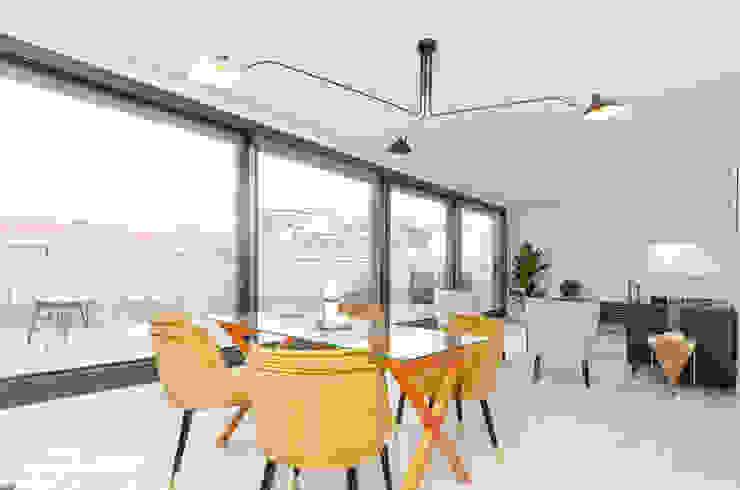 Theunissen Staging y Decoración SL Living roomStools & chairs Tekstil Yellow