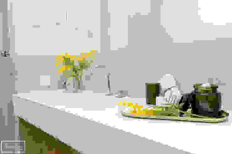 Theunissen Staging y Decoración SL BathroomDecoration Bahan Sintetis Yellow