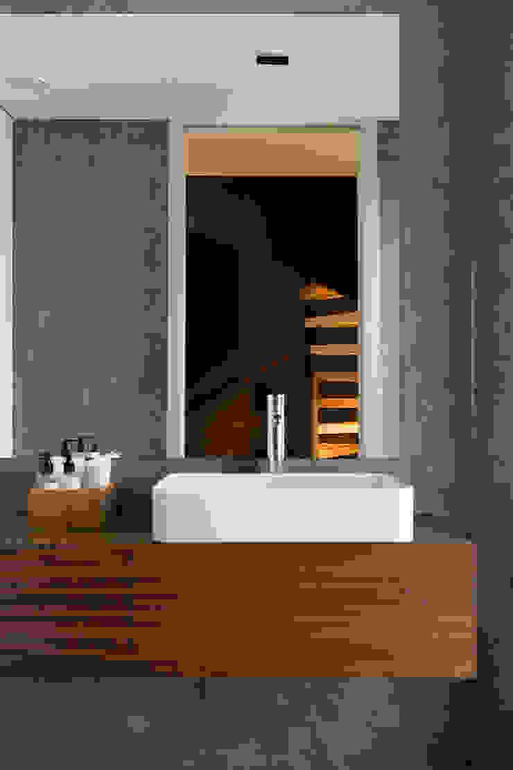 ShiStudio Interior Design Baños de estilo moderno