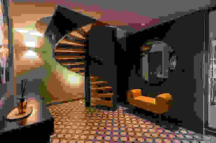 Escada, hall - Casa na praia - Arquitetura | Decoração - Shi Studio Interior Design ShiStudio Interior Design Escadas