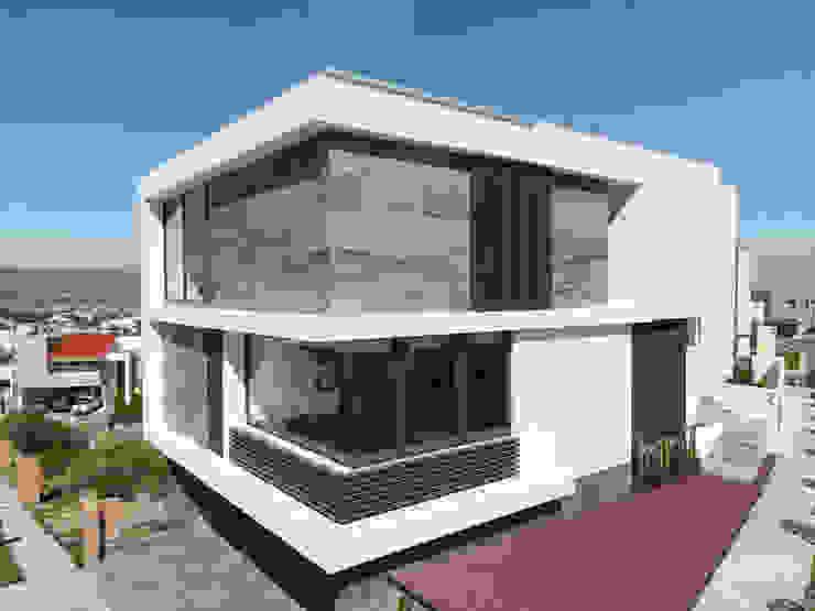 Fachadas GRUPO VOLTA Casas unifamiliares Aluminio/Cinc Gris