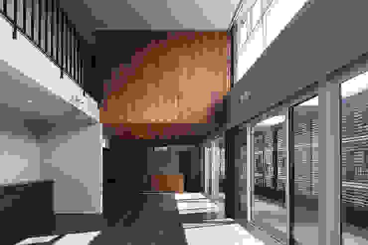 *studio LOOP 建築設計事務所 Living room Wood Brown