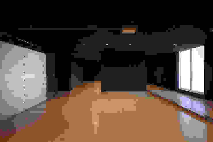 *studio LOOP 建築設計事務所 Prefabricated Garage Concrete Black