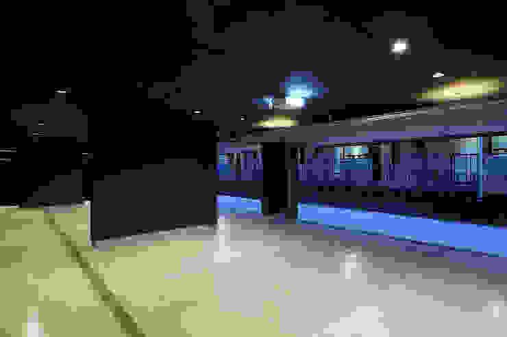 *studio LOOP 建築設計事務所 Prefabricated Garage Iron/Steel Black
