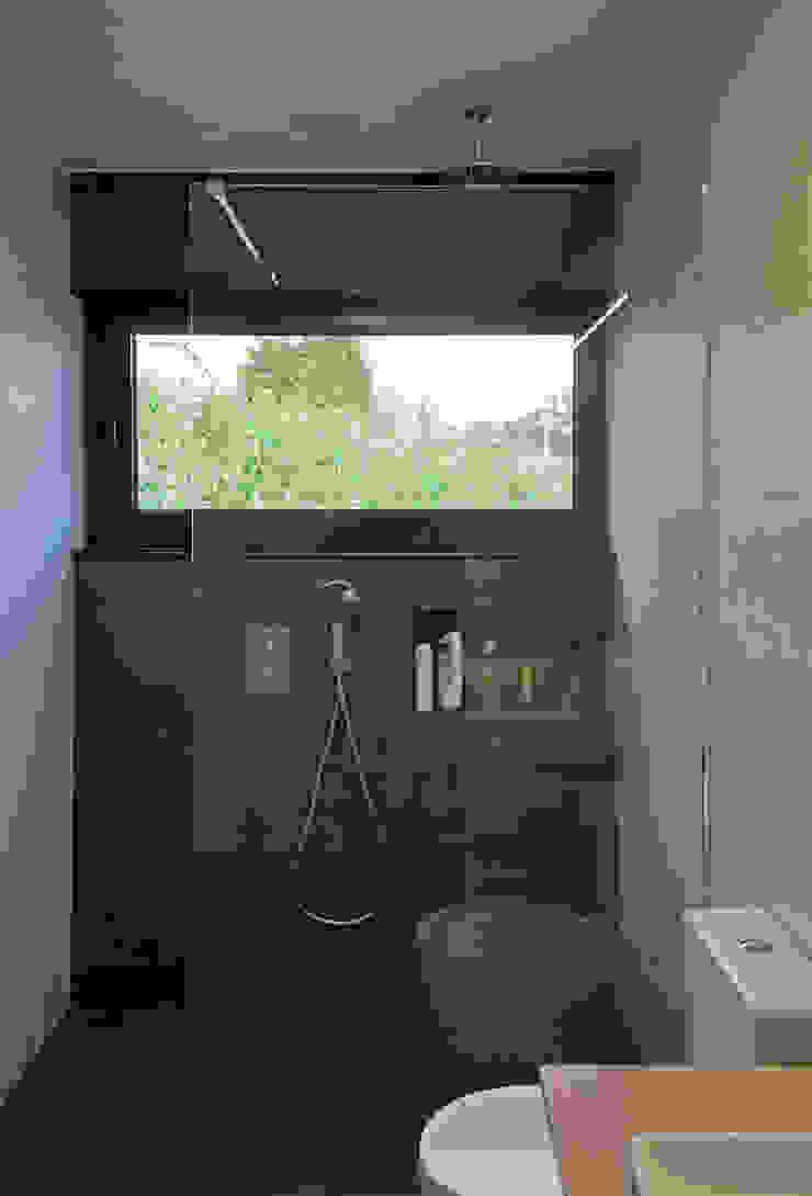 AD+ arquitectura Modern bathroom Ceramic Grey