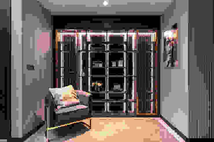 Mr Shopper Studio Pte Ltd Modern corridor, hallway & stairs