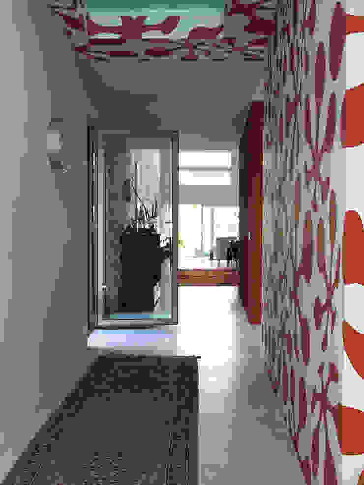 vista corridoio Luisa Olgiati Ingresso, Corridoio & Scale in stile moderno