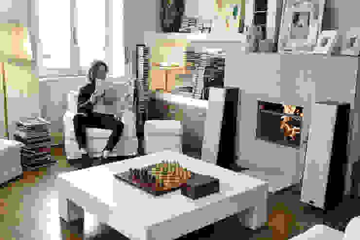 soggiorno con camino _ spazi di relax e comfort Luisa Olgiati Soggiorno moderno