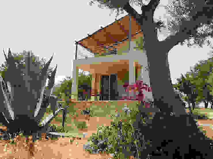 Nuova costruzione di una villa con giardino in Sicilia Luisa Olgiati Casa di campagna