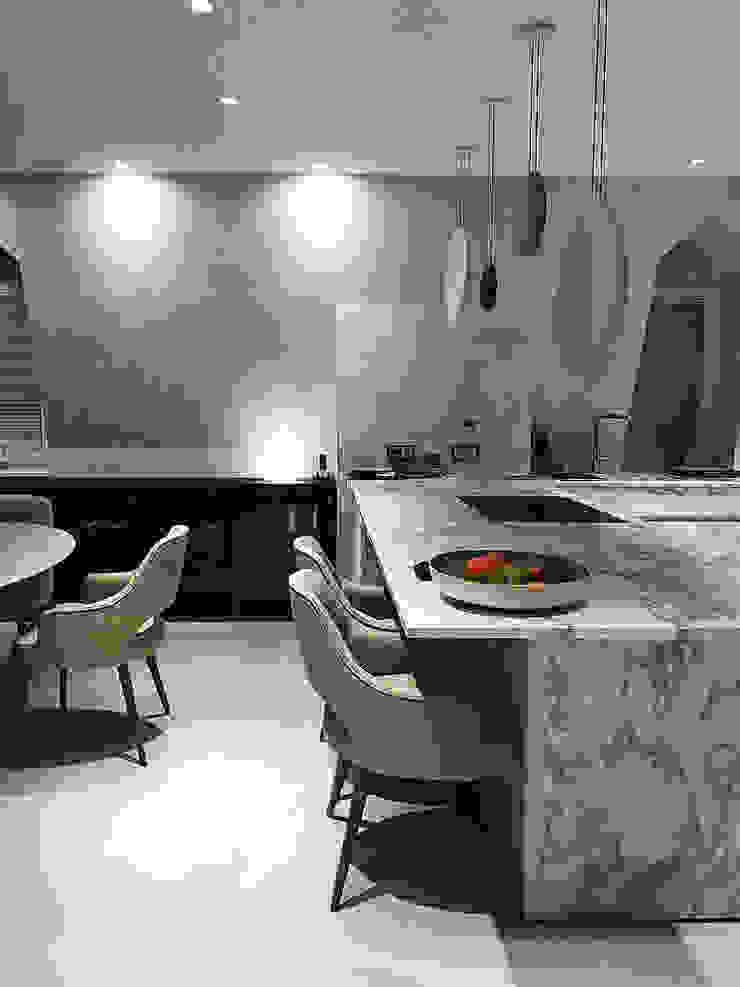 vista cucina e sala da pranzo Luisa Olgiati Cucina moderna