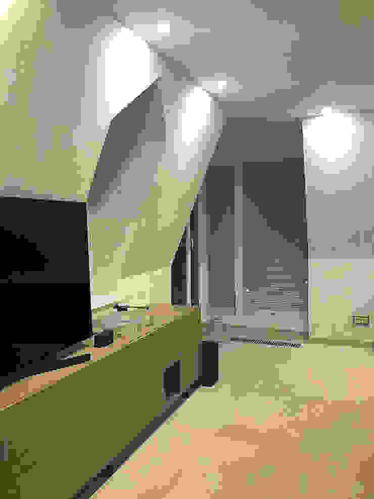 sala tv Luisa Olgiati Soggiorno moderno