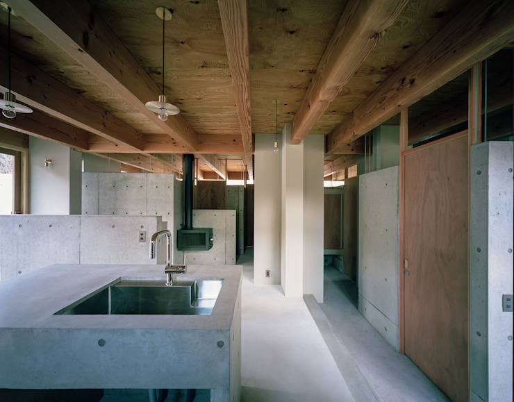 藤原・室 建築設計事務所 Modern kitchen Concrete Grey