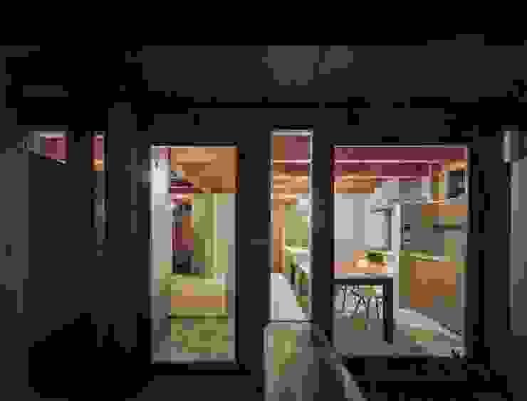 藤原・室 建築設計事務所 Modern dining room Concrete Grey