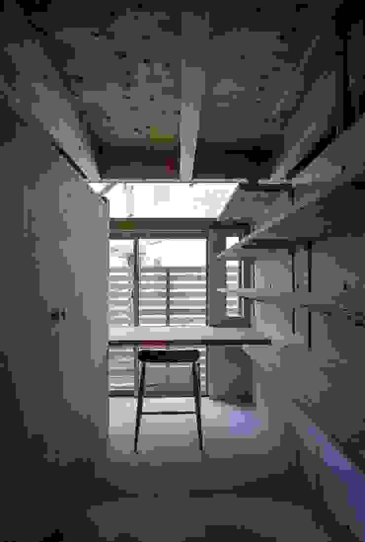藤原・室 建築設計事務所 Modern study/office Concrete Grey