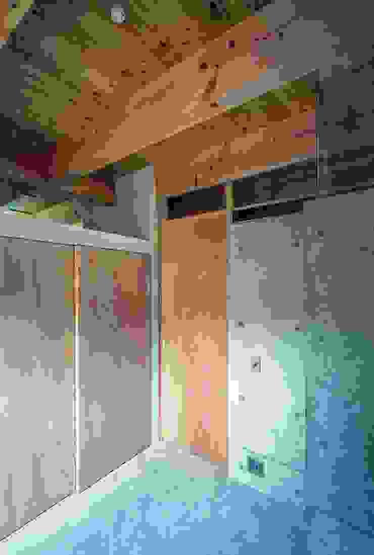 藤原・室 建築設計事務所 Modern style bedroom Concrete Grey