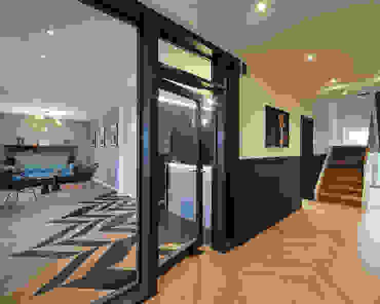 JEBENS SCHOOF ARCHITEKTEN BDA 現代風玄關、走廊與階梯