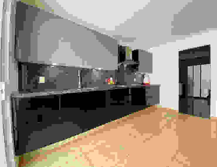 La Central Cocinas Integrales S.A de C.V Built-in kitchens Black