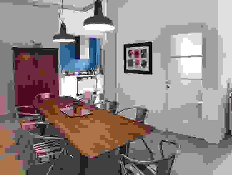 zona pranzo e cucina Francesca Zini Sala da pranzo moderna Cemento Blu