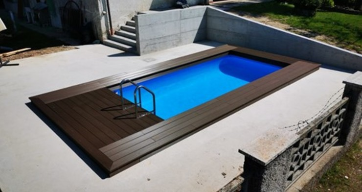 Piscina fuori terra semi-interrata, rivestita in legno o wpc. Aquazzura Piscine Piscina moderna