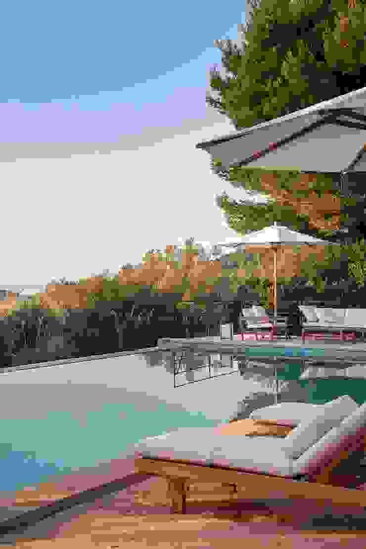 Bloomint design Piscinas de estilo mediterráneo