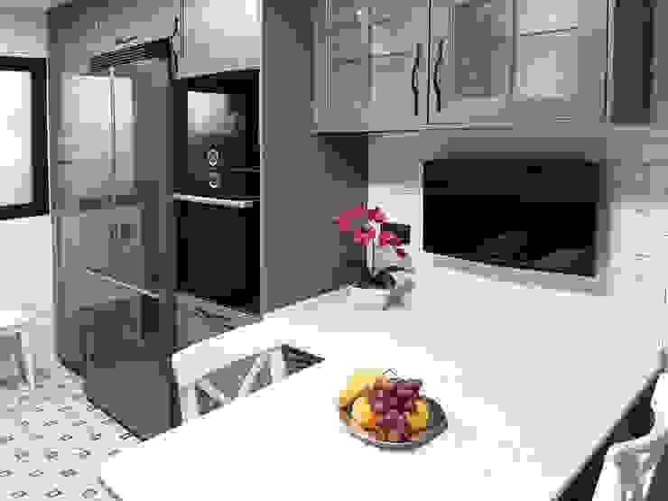 Cocina en color gris ZERMATT DECORACION S.L CocinaAlmacenamiento y despensa Madera Gris