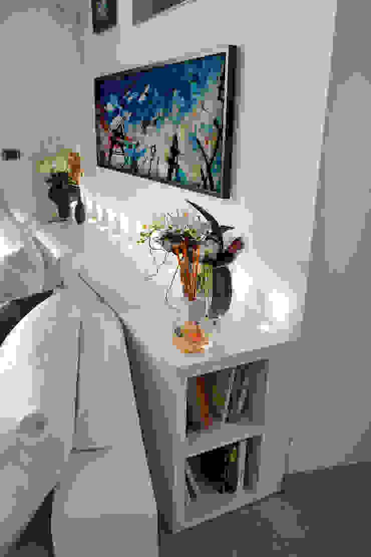 Libreria illuminata viemme61 SoggiornoArmadietti & Credenze Bianco