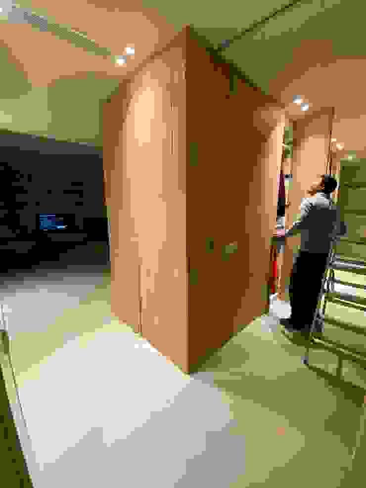 Proyecto Isabel DEKMAK interiores Vestíbulos, pasillos y escalerasAlmacenamiento