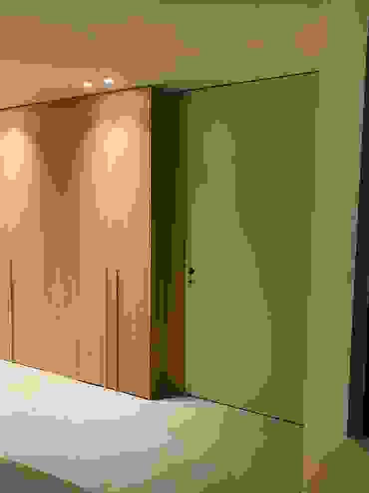 Proyecto Isabel DEKMAK interiores Baños de estilo moderno