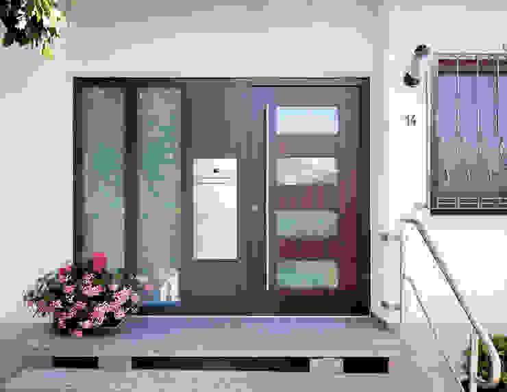 Haustüre mit Briefkasten und Seitenteil Karl Moll GmbH Haustür Holz-Kunststoff-Verbund Mehrfarbig