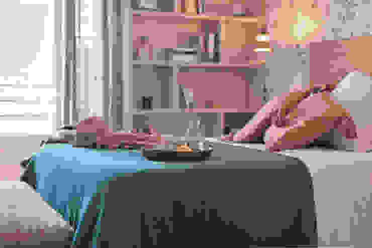 Vista lateral dormitorio Interiorismo Laura Mas Dormitorios de estilo mediterráneo Verde