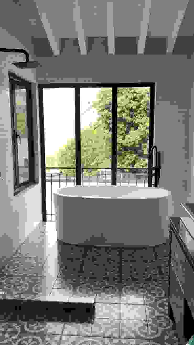 Arquitecto Rafael Balbi 浴室 磚塊 White