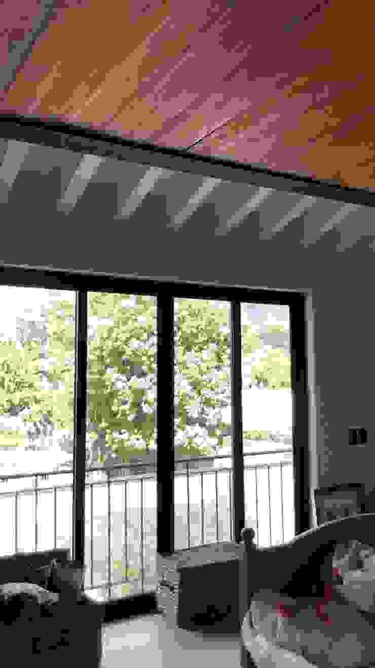Arquitecto Rafael Balbi 臥室 木頭 White
