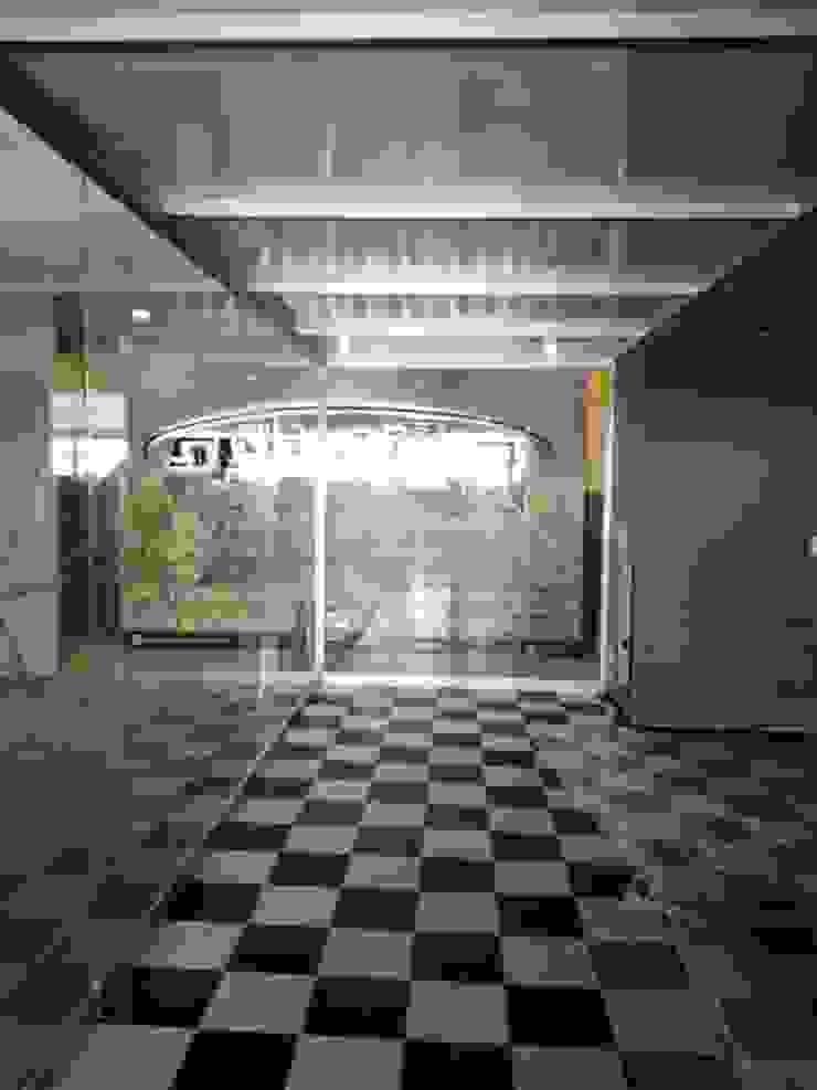 VIDRIO Y ALUMINIO 'TORRES' Pusat Perbelanjaan Modern Aluminium/Seng Grey