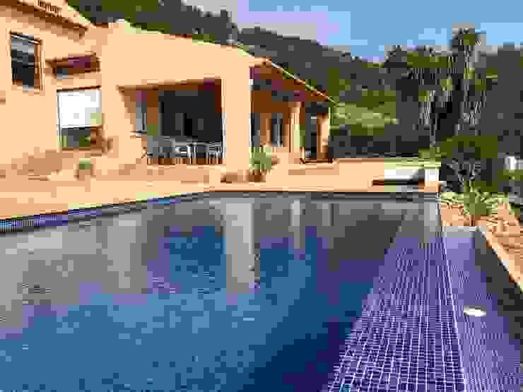 Gomez-Ferrer arquitectos Mediterrane Pools Blau