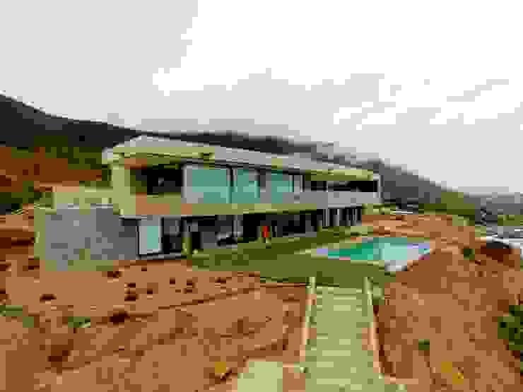 Roberto Martinez Bravari -arquitectos asociados Будинки Залізобетон Сірий