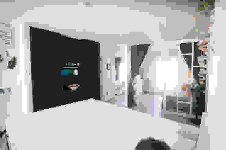 Cocina y armarios con horno Arquitectura Buendía Cocinas integrales Cerámico Negro