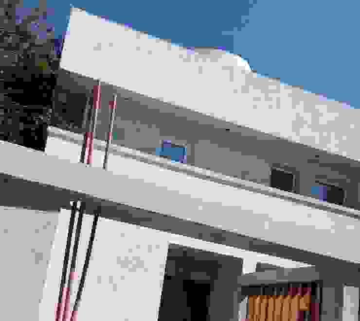 Vista Exterior Luis Penfold Arquitecto Livings modernos: Ideas, imágenes y decoración Hormigón Blanco