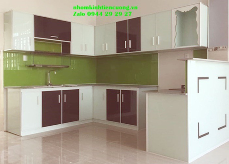 Tủ bếp nhôm kính màu trắng sứ sơn tĩnh điện cao cấp Nhôm Kính Tiến Cường