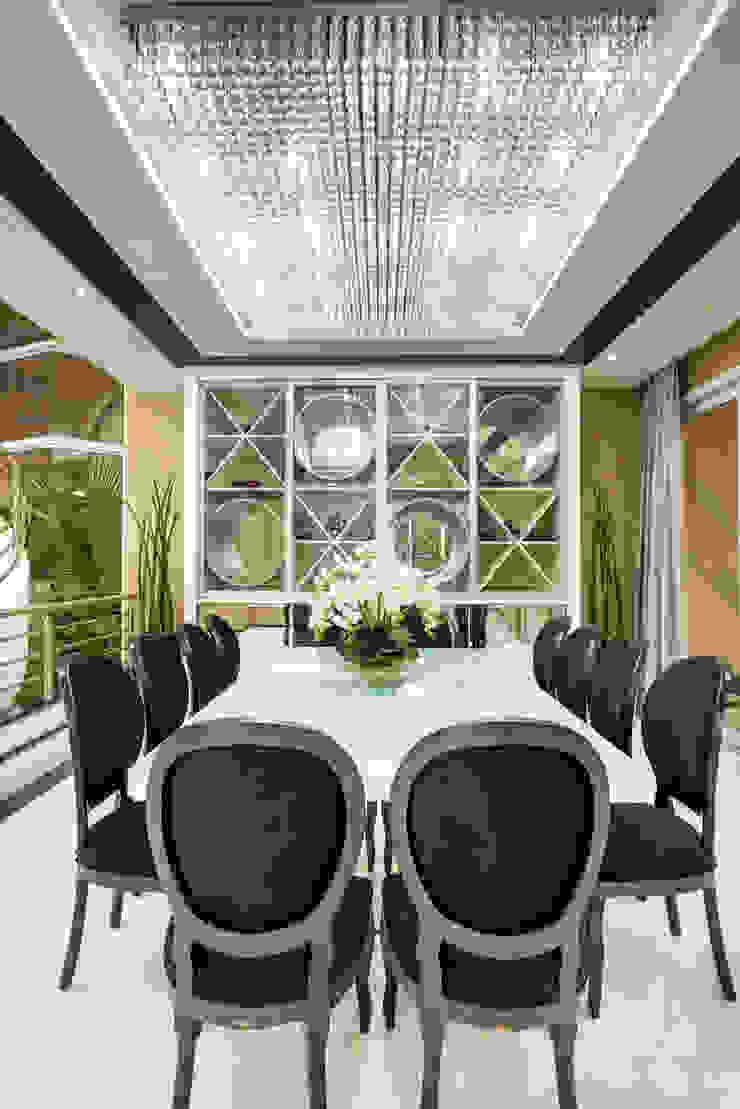 Designer de Interiores e Paisagista Iara Kílaris Ruang Makan Modern