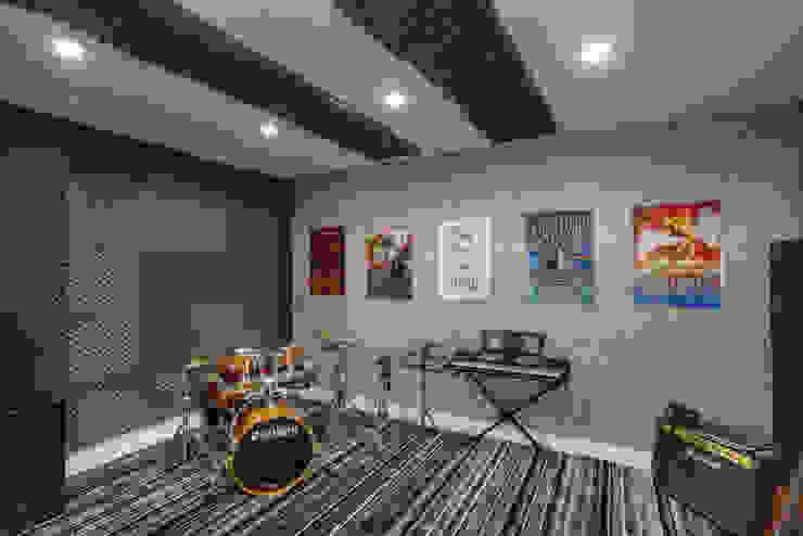 Designer de Interiores e Paisagista Iara Kílaris Ruang Studi/Kantor Modern