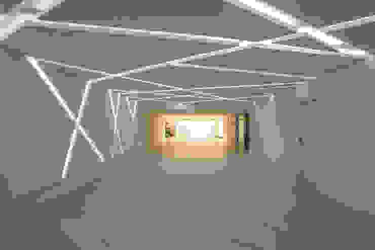 Designer de Interiores e Paisagista Iara Kílaris Garasi Modern