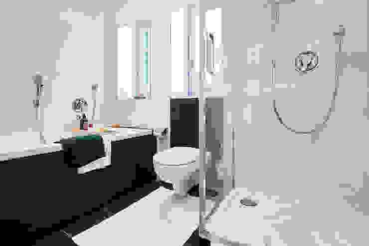 Home Staging Bavaria BathroomBathtubs & showers Ceramic Brown