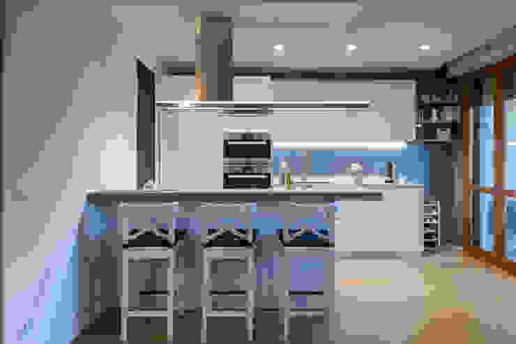zero6studio - Studio Associato di Architettura KitchenCabinets & shelves White
