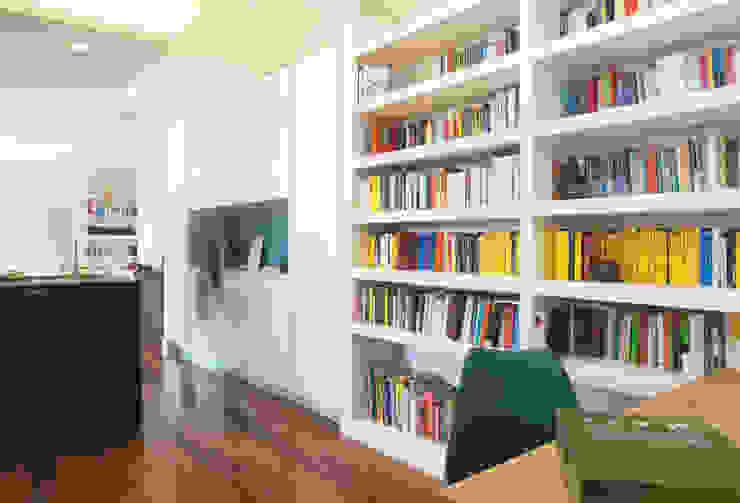 zero6studio - Studio Associato di Architettura Couloir, entrée, escaliers modernes