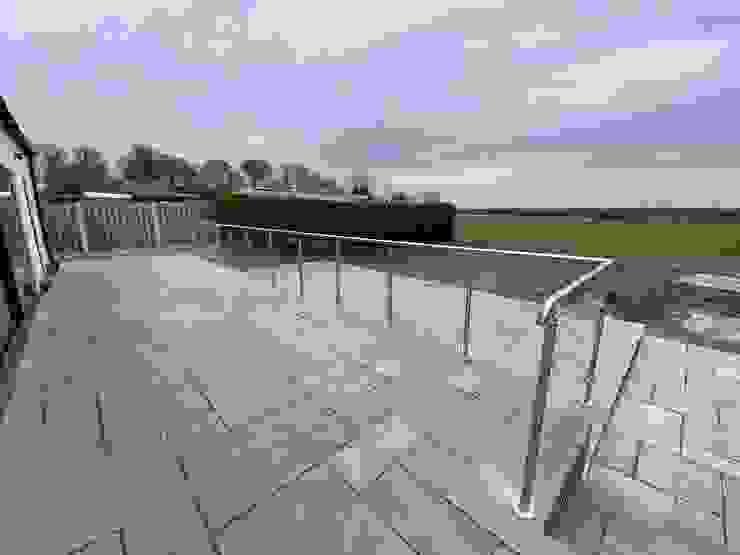 Glass Balustrade and handrail for a customer in Chester Origin Architectural Halaman depan Kaca Transparent