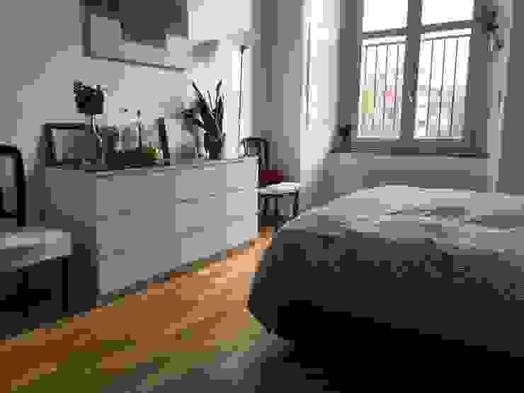 ampia camera da latto con cabina armadio Filippo Zuliani Architetto Camera da letto moderna Legno Bianco