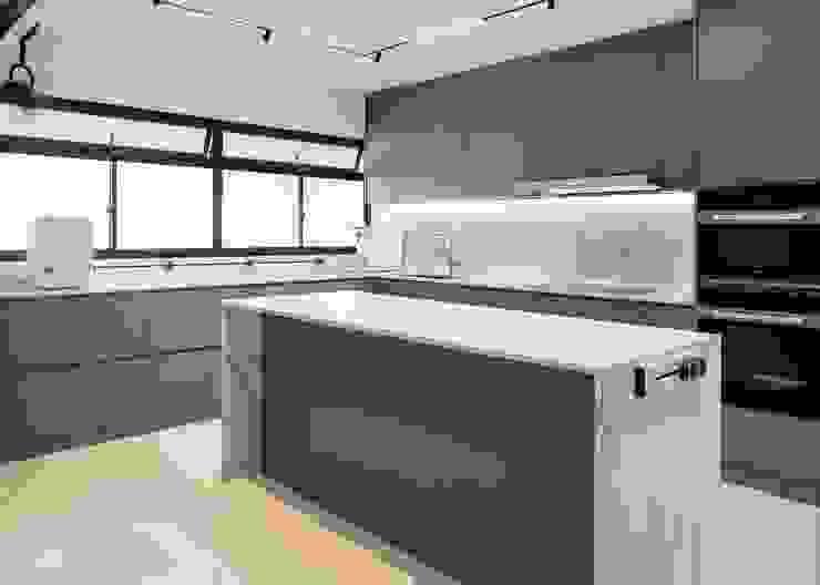 Dakota Crescent Maisonette Mr Shopper Studio Pte Ltd Modern kitchen