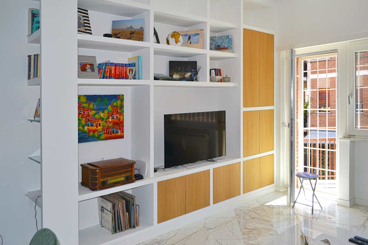 arch. Paolo Pambianchi Living roomShelves White
